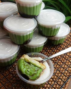 Jongkong Cake Recipe - food and Indonesian Desserts, Indonesian Cuisine, Asian Desserts, Cake Recipes, Snack Recipes, Dessert Recipes, Cooking Recipes, Snacks, Quiche Recipes