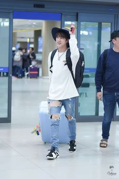 [AIRPORT] 161125: BTS Jin (Kim Seokjin) #bangtan #bangtanboys #bts #fashion #kfashion #kstyle #korean #kpop