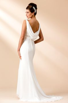 6 luxurious, lightweight wedding dresses perfect for the beach