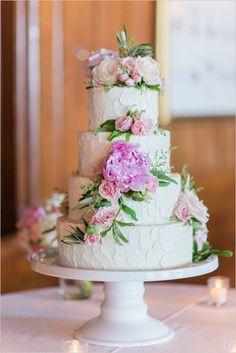 flower topped cake | simple white wedding cake | buttercream cake | pastel palette wedding | #weddingchicks