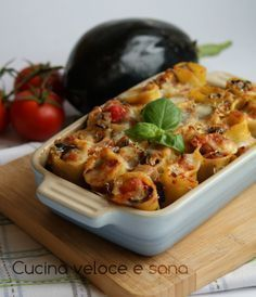 Paccheri with eggplant and tomato sauce: Paccheri pasta is a really versatile pasta that looks as though it's just for stuffing. However, paccheri is often Pasta Recipes, Cooking Recipes, Healthy Recipes, Healthy Cooking, Eggplant Recipes, Tortellini, I Love Food, Pasta Dishes, Italian Recipes