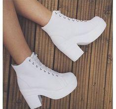 Jimin,um ômega que passou a vida dentro de um convento,mas quando com… #fanfic # Fanfic # amreading # books # wattpad Best Casual Outfits, Teen Fashion Outfits, Mode Outfits, Fashion Shoes, Pretty Shoes, Beautiful Shoes, Kawaii Shoes, Aesthetic Shoes, Cute Boots