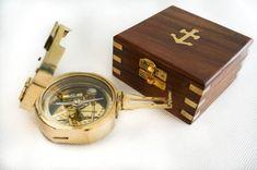 Mosiężny kompas żeglarski w marynistycznym pudełku, kompas na #prezent, żeglarski #upominek, #MarynistycznaDekoracja    Mosiężny kompas żeglarski w drewnianym pudełku, stylowy element morskiego wystroju wnętrz, prestiżowy żeglarski prezent, nobilitujący przedmiot marynistyczny o wielkiej symbolice ->    http://sklep.marynistyka.org/kompasy-i-busole-c-1.html