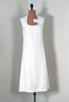1stdibs | 1960's Pierre Cardin Couture Space-Age White Linen Mod Dress