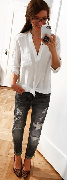These Outfits are very suitable for Spring Season. They are widely followed by most fashion-forward women across the world. These Spring Outfits will make you feel so comfortable in the season. Spring Outfits.