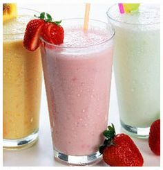 Here is a great recipe to make the best Strawberry and Banana Smoothie you will ever have! Strawberry Milkshake, Strawberry Banana Smoothie, Fruit Smoothies, Fitness Drink, Banana Milk, Natural Yogurt, Smoothie Prep, Exotic Food, Frappe