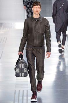 Louis Vuitton Fall 2015 Menswear Fashion Show Fall Fashion Outfits, Fashion Show, Mens Fashion, Paris Fashion, High Fashion, Biker Fashion, Leather Fashion, Fashion Ideas, Vogue Paris