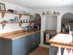 Quaint English cottage kitchen at Cow Parsley cottage, Norfolk Old Cottage, Victorian Cottage, Coastal Cottage, Cottage Style, English Cottage Kitchens, Norfolk Holiday, Norfolk House, Cosy Lounge, Small Tiny House