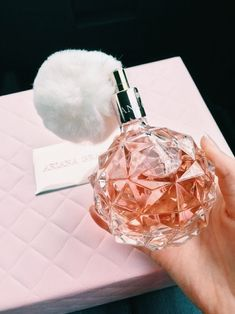 Ari Perfume, Perfume Scents, Perfume Bottles, Fendi Perfume, Pink Perfume, Beauty Care, Beauty Skin, Hair Beauty, Ariana Grande Perfume