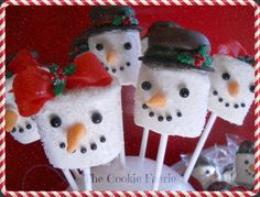 Snow Folk Marshmallow Treats by Robin Traversy {The Cookie Faerie}.