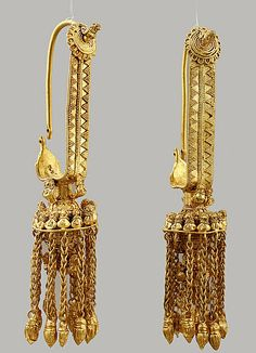 File:4th century BC golden earrings from Vani, Georgia. Collection of the Georgian National Museum.jpg