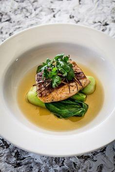 Salmon, Bok Choy & Lemongrass Broth - Temptation For Food Salmon Recipes, Fish Recipes, Seafood Recipes, Gourmet Recipes, Cooking Recipes, Healthy Recipes, Gourmet Foods, Gourmet Food Plating, Hawaiian Recipes