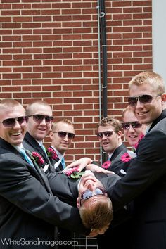 groomsman photo idea