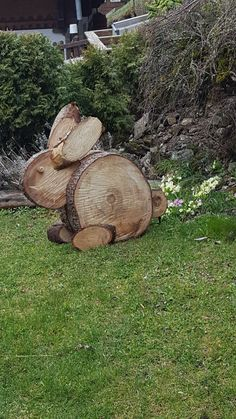 Ostern # Holzscheibe Deko Kiola Bo Ostern Best Picture For Garden Art ideas For Your Taste You are looking for something, and it is going to tell you exactly what you Wood Pallet Crafts, Wood Slice Crafts, Wooden Crafts, Diy Pallet, Pallet Projects, Wood Logs, Wood Pallets, Yard Art, Wood Creations