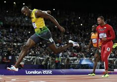 Usain Bolt crossing the line to win Gold in the 200 metres at London Bolt won in a time of seconds, leading a clean sweep for the Jamaicans with Yohan Blake taking the Silver and Warren Weir the Bronze. Carl Lewis, Nbc Olympics, 2012 Summer Olympics, Yohan Blake, Divas, Olympic Records, Superstar, Dramatic Photos, Games