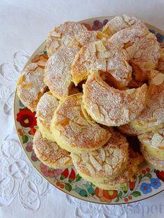 Többségében hagyományos, egyszerűen elkészíthető magyar ételek és sütemények receptjei magyarul, magyar konyhából. Hungarian Desserts, Hungarian Cake, Hungarian Recipes, Cookie Recipes, Snack Recipes, Snacks, Hungary Food, Xmas Dinner, Sweet Cookies