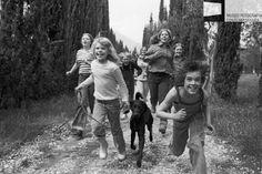 """Un attimo prima di perderci, e molti anni prima di ritrovarci. La storia di un gruppo di amici con lo sfondo della grande Storia d'Italia in """"Come il grano a giugno"""" di Alessandro de Francesco."""
