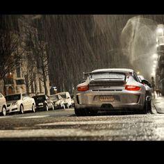 Beautiful #Porsche 911 GT3 in the rain!