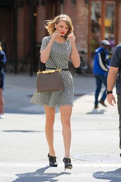 The-Stylish-Outfits-That-Taylor-Swift-Wears-(4)