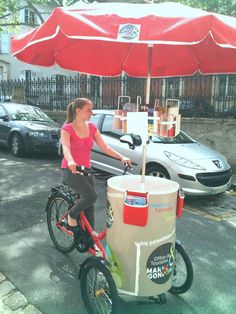 Le triporteur Trip Wagon de l'Office du tourisme dans les rues de Lagny sur Marne Food Cart Design, Food Truck Design, Lagny Sur Marne, Beer Bike, Mobile Food Cart, Bike Cart, Food Truck Business, Ice Cream Cart, Candy Cart