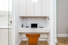 In der heutigen Arbeitswelt spielt das Home Office eine immer größere Rolle. Allerdings bietet nicht jede Wohnung ausreichend Platz für ein geräumiges Arbeitszimmer. Wir zeigen, wie man auch auf wenig Raum ein tolles Home Office erschaffen kann.