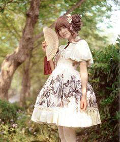 チャイナドレス仕様のボタンは中華風ロリータドレスの一番著しい特色です。次は襟のデザインですね