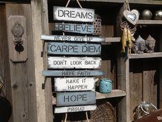 Positieve tekst op houten plankjes!