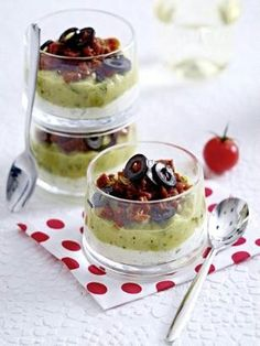 Das Rezept für Zucchinipüree mit getrockneten Tomaten und weitere kostenlose Rezepte auf LECKER.de