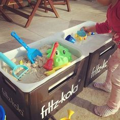 Mud kitchen for children to tinker – in just 5 minutes - Paige's DIY projects Infant Activities, Activities For Kids, Trofast Hack, Mud Kitchen, Ikea Kitchen, Diy Bebe, Sand Pit, Outdoor Play, Sensory Activities