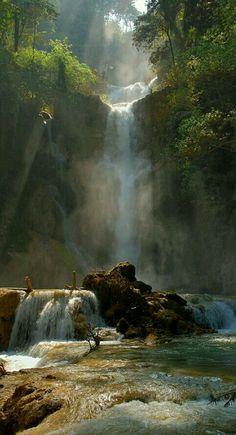 Kuang Si vodopád , Laos -