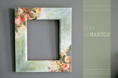 How to use picture frames in interior Design? Frame Crafts, Diy Frame, Ceramic Painting, Painting On Wood, Decoracion Low Cost, Foto Transfer, Picture Frame Decor, Decoupage Furniture, Decoupage Vintage