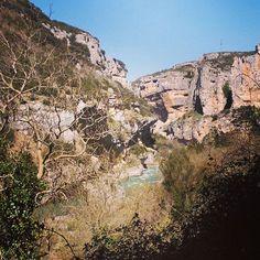 Para niños, para mayores, para familias, para amigos... la foz de Lumbier no defrauda (By @crmugica - #Instagram) --> http://www.turismo.navarra.es/esp/organice-viaje/recurso/Patrimonio/3039/Foz-de-Lumbier.htm