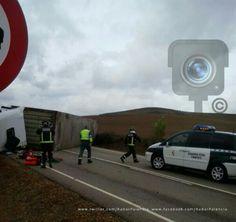 Accidente de camión  en la #CL_613 entre Paredes de Nava y Becerril de Campos