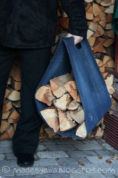 Made by Eva: Denim firewood tote Firewood Carrier, Firewood Rack, Firewood Storage, Recycled Christmas Gifts, Christmas Bags, Christmas Crafts, Diy Bags No Sew, Craft Storage Cabinets, Log Carrier
