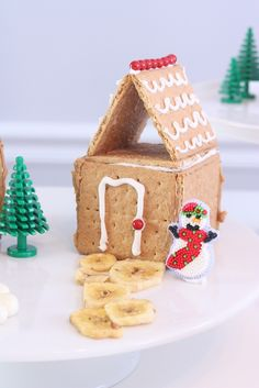 Holiday Cookies For Kids To Make Gingerbread Houses 49 Ideas For 2019 Graham Cracker House, Graham Cracker Gingerbread House, Gingerbread House Parties, Christmas Gingerbread House, Gingerbread Houses, Christmas Houses, Christmas Crafts For Kids, Christmas Treats, Christmas Fun