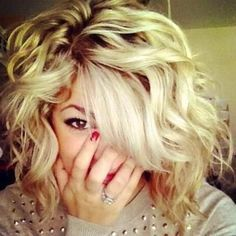 Curled short hair wish I could get my hair to look this cute!