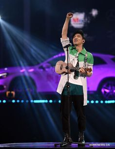 Singer Dawen Wang performs during the awarding ceremony of 2015 hito Pop Music in Taipei, southeast China's Taiwan, May 31, 2015 http://www.chinaentertainmentnews.com/2015/06/2015-hito-pop-music-in-taiwan.html