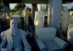 unusual images of kansas sights | The Strange Grave of John Milburn Davis, Hiawatha, Kansas