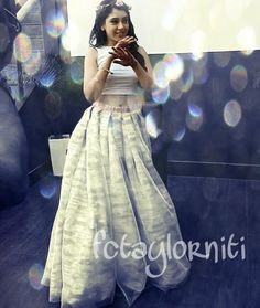Ethnic Fashion, Indian Fashion, Indian Dresses, Indian Outfits, Lehenga Crop Top, Niti Taylor, Formal Tops, Lehnga Dress, Choli Designs