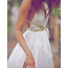 Inspiração de vestido de noiva para o verão! Descontraído, delicado e inovador!