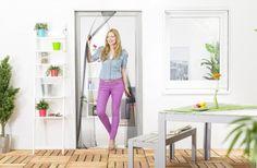 Les caractéristiquesde notre moustiquaire - La moustiquaire s'adapte facilement à de nombreuses portes et portes fenêtre - Fixation sans percer ni trouer grâce à un système de bandes Velcro autocollantes - Découpable en hauteur...