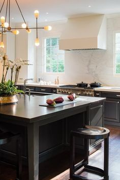 8 Stunning Useful Ideas: Kitchen Remodel Inspiration kitchen remodel flooring layout.Kitchen Remodel Must Haves Double Ovens kitchen remodel black appliances beautiful.Kitchen Remodel Layout Tips. Home Decor Kitchen, New Kitchen, Kitchen Dining, Kitchen Island, Kitchen Ideas, Kitchen Backsplash, Kitchen Layout, Kitchen Cabinets, Kitchen Post