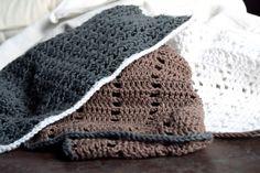 De sidste mange, mange karklude jeg har hæklet, har enten været til gave eller som bestilling, så det er efterhånden virkelig længe siden, jeg sidst har suppleret mine egne klude. Ved et nøjere eftersyn må jeg da også erkende, at min egen beholdning (ærlig talt), er ved at være lidt sølle. Plettede, tyndslidte og enkelte ... Læs mere  Nye karklude til mig Knitted Hats, Crochet Hats, Winter Hats, Knitting, Velvet, Creative, Knitting Hats, Tricot, Breien