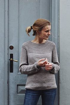 Anker's Sweater is worked top-down. The yoke consists of segments of rib stitch with increases followed by classic raglan increases. Its construction allows you to try on the sweater as you progress, which is recommended to achieve the perfect length of body and sleeves.