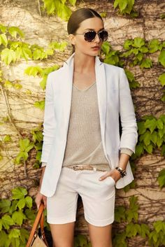 Neutral top and bottom with slightly darker belt. Perfect summer outfit