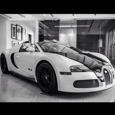 Simply diving - Bugatti Veyron