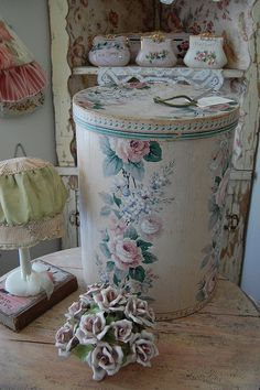 Old Wallpaper Boxes. Hatboxes. Treasure Hat Box. Boxes.