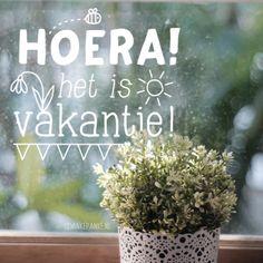 Vrolijke bij, zon en bloem #raamtekening om de voorjaarsvakantie te vieren.