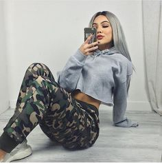 Camo pants and cropped hoodie Chill Outfits, Dope Outfits, Trendy Outfits, Fashion Outfits, Womens Fashion, Army Outfits, Girl Fashion, Tomboy Outfits, Dope Fashion