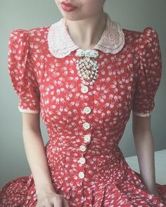 Whenever I don't know what to wear I end up in this dress 🥀🕊 It has pockets, puff sleeves, waist ties and a full swing skirt - all the… Fashion Moda, 1940s Fashion, Work Fashion, Vintage Fashion, 1940s Dresses, Vintage Dresses, Vintage Outfits, Estilo Cool, Vintage Wardrobe